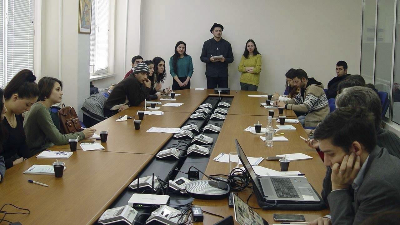 Աշխատաժողով՝ ուսանողների մասնակցությամբ