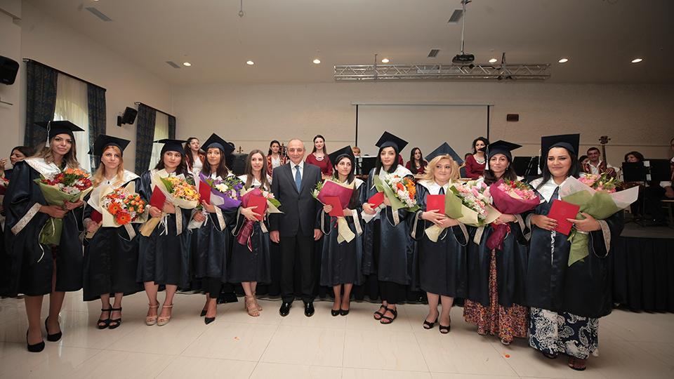 Ավարտական վկայականներ՝ Բակո Սահակյանից